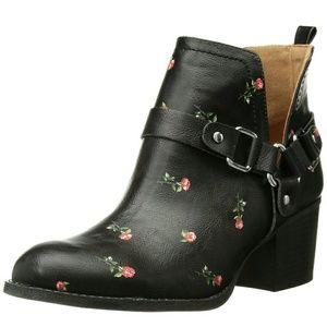 Madden girl boots 7.5  black rose NIB harness